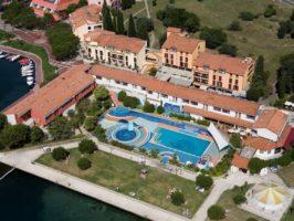 Hotel Vile Park Vila Barka pool air panorama 266x200 - Turistična ponudba
